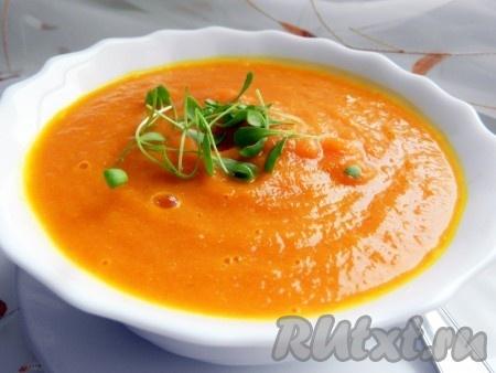 Готовый суп пюрировать блендером, регулируя густоту бульоном. Наш нежнейший, ароматный и очень вкусный морковно-имбирный суп-пюре можно украсить зеленью, например, молодым кресс-салатом. Этот простой рецепт не только поможет приготовить прекрасное блюдо, но раскрасит яркими красками даже самый пасмурный день!<br />